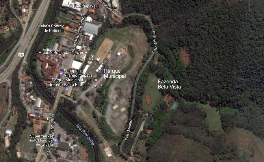 """Itaipava. Entre o Parque Municipal e a Fazenda Bela Vista está a Estrada da Mineira, possivelmente de nome """"Agante Moço"""" no trecho. Google Maps em 3/2/2017."""