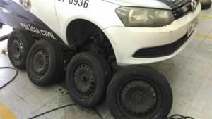 Viatura da Polícia Militar com pneus doados por Todos po Petrópolis, Linda e Segura