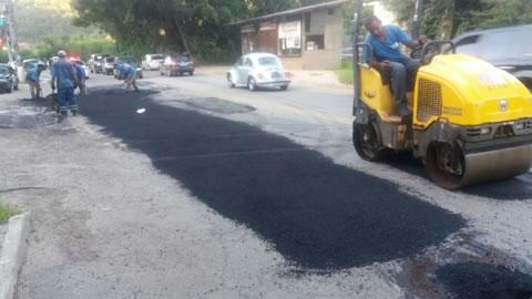 Município fez o serviço preventivamente em mais de 12 quilômetros com 225 toneladas de asfalto aplicados desde janeiro